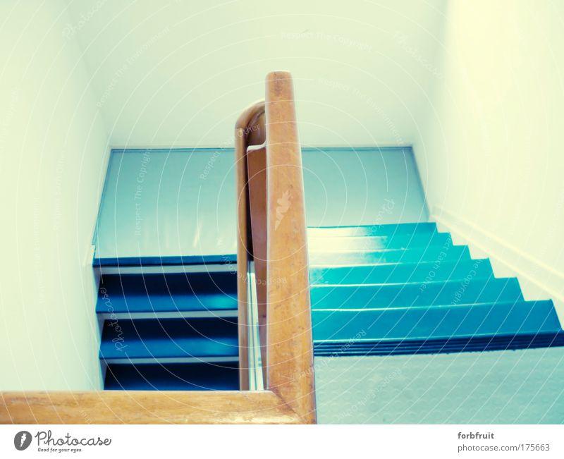 Flürchen Farbfoto Gedeckte Farben Innenaufnahme Menschenleer Textfreiraum oben Haus Flur Treppe ästhetisch Coolness einfach frech Freundlichkeit hell schön blau