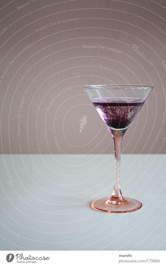 Giftcocktail schön Freude Gefühle Glas Glas genießen Ernährung bedrohlich Getränk süß trinken violett lecker Bar exotisch Euphorie