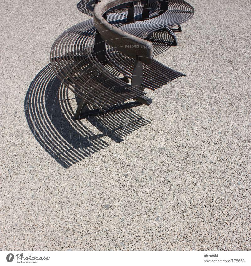 Sitzgelegenheit Sommer Erholung Holz grau Wärme Stein Beton Bank heiß Italien Stahl Kurve Toskana Stadtrand Kleinstadt San Gimignano