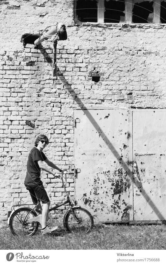 young boy - old bicycle Fahrradtour Fahrradfahren Industrie Junger Mann Jugendliche 1 Mensch 13-18 Jahre Stadtrand Industrieanlage Fabrik Tor Gebäude Fassade