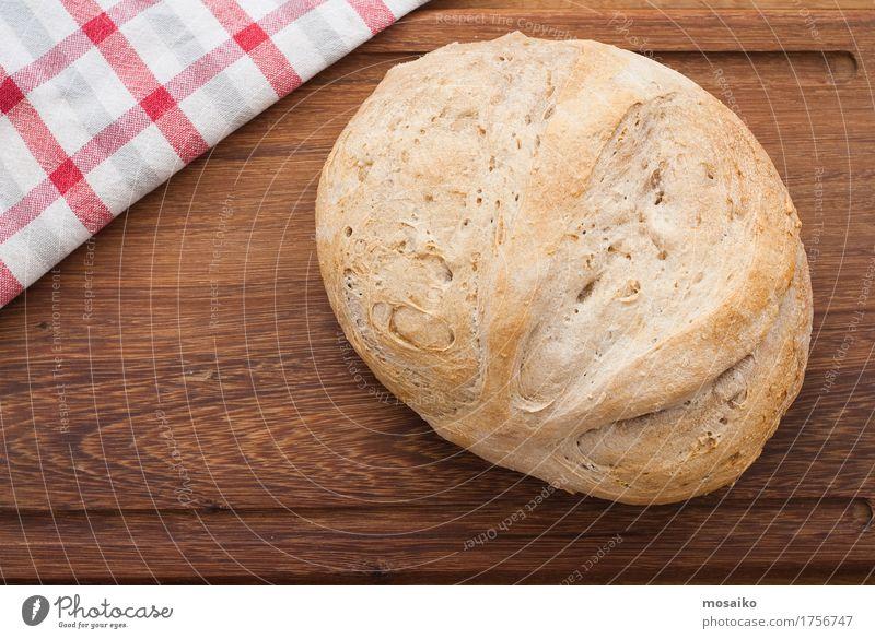 Hausgemachtes Brot auf hölzernem Brett - Atelieraufnahme Ernährung Frühstück Diät Fasten Tisch Holz frisch Gesundheit lecker Selbstlosigkeit dankbar einzigartig