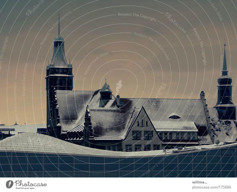 winterliche dächer - eiskalt durchdacht Stadt Winter dunkel Schnee Gebäude Eis Architektur Frost Dach Dezember März Rathaus Februar Chemnitz Januar