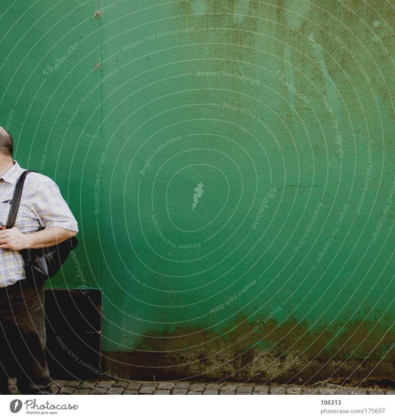 Fotonummer 118636 Mensch Mann grün Stadt Erwachsene Leben Wand Stil Paar Hintergrundbild maskulin dreckig Tourismus Lifestyle Hilfsbereitschaft 45-60 Jahre