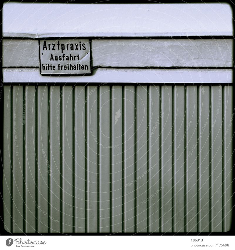 Fotonummer 131134 Haus Schilder & Markierungen Arzt Tor Hinweisschild Garage Hinweis Wahrheit Ausfahrt Praxis auffordern