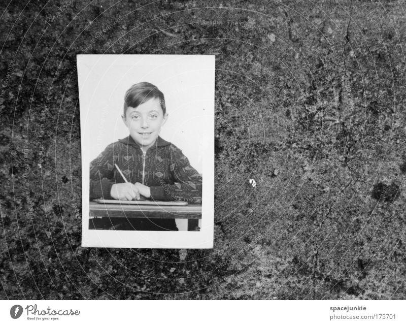 Bildungslücke Mensch Kind Jugendliche Junge Kopf Schule Kindheit Fotografie maskulin lernen Erfolg Studium Schulgebäude Arbeit & Erwerbstätigkeit schreiben