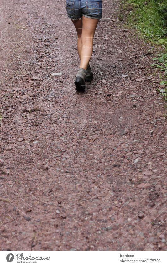 I'm walking Frau Mensch Sommer Straße Fuß Wege & Pfade Beine wandern Jeanshose Gesäß Spaziergang Ziel Hinterteil Jeansstoff Fußweg Schotterweg