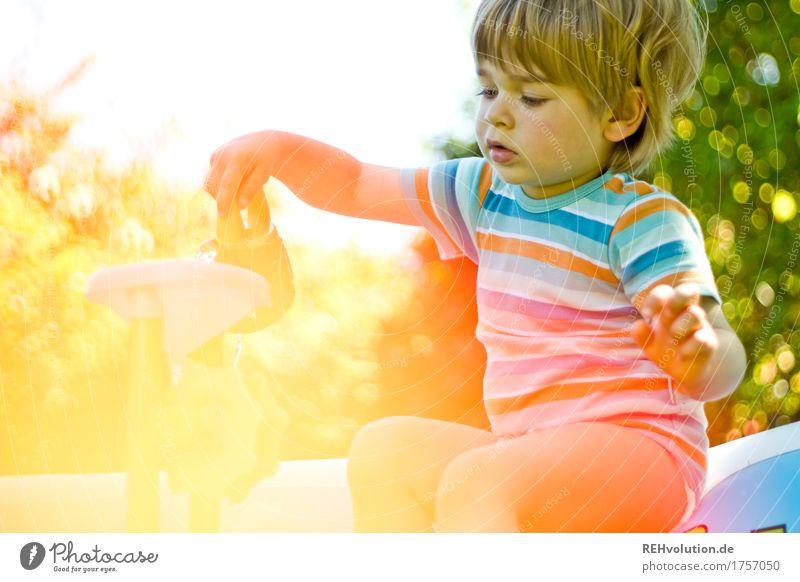 kleinkind spielt im Garten Zufriedenheit Freizeit & Hobby Ferien & Urlaub & Reisen Sommer Sommerurlaub Mensch Kind Kleinkind Junge Kindheit 1 1-3 Jahre Natur