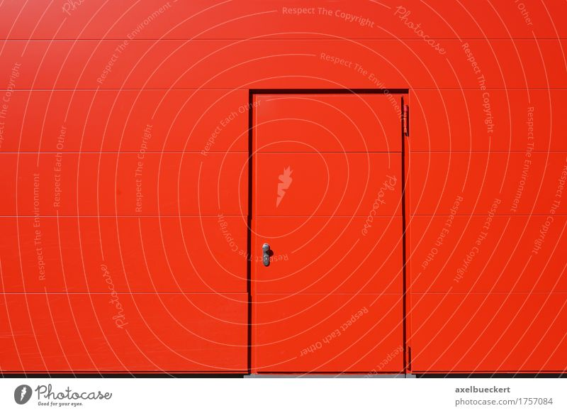 lebendige rote Außenwand und Tür Design Gebäude Architektur Mauer Wand Fassade Metall Stahl modern Farbe Textfreiraum Eingang Hintergrundbild geschlossen