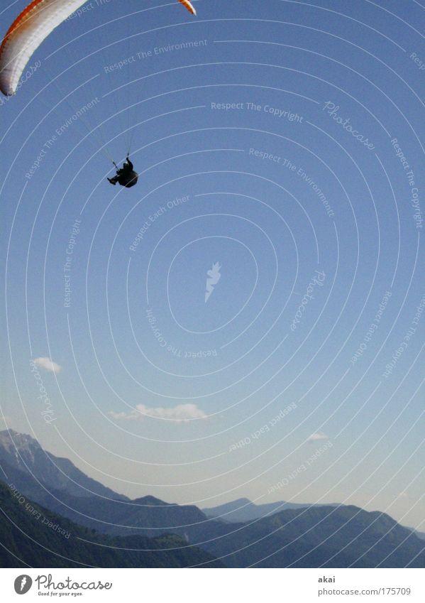 Freiheit Himmel Natur blau Sommer Freude Wolken Umwelt Landschaft Sport Berge u. Gebirge Wetter fliegen Freizeit & Hobby Abenteuer Luftverkehr Technik & Technologie