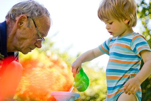 bester opa | im garten Mensch maskulin Kind Kleinkind Junge Mann Erwachsene Männlicher Senior Großvater Familie & Verwandtschaft Kindheit 2 1-3 Jahre