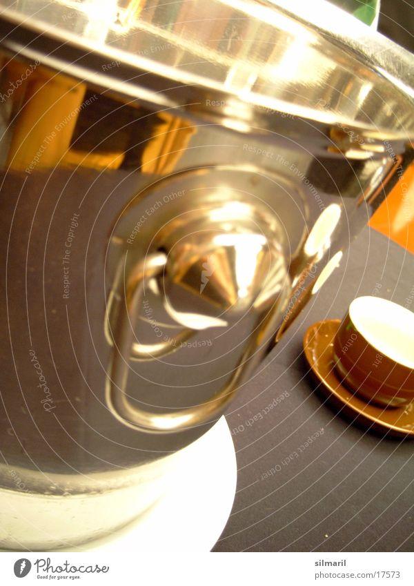 echt glänzend Metall Tisch Dinge Tasse Espresso kühlen Champagner Kaffee