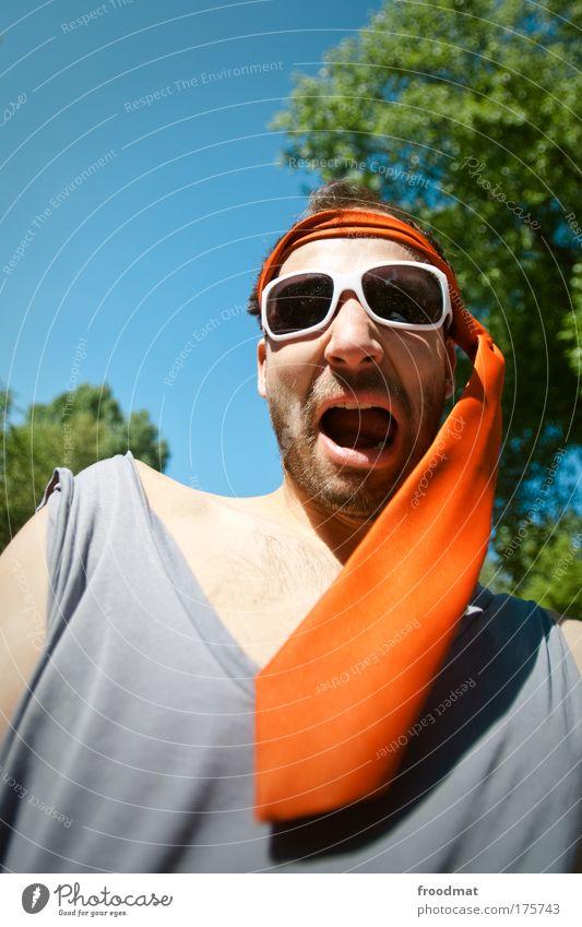 900 - party on Farbfoto mehrfarbig Außenaufnahme Tag Sonnenlicht Weitwinkel Oberkörper Blick in die Kamera Blick nach vorn Lifestyle Wohlgefühl Freizeit & Hobby