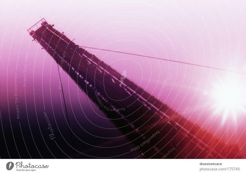 Falling in Love. Förderband violett rosa weiß analog Drahtseil Cross Processing Dia förderanlage Bergbau Maschine groß Stahl Metall Braunkohlentagebau Sonne