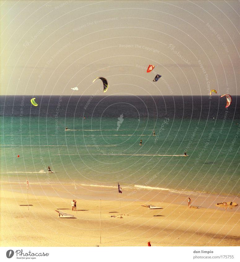 lift me up Mensch Meer Sommer Freude Strand Ferne Sport Bewegung Freiheit Menschengruppe Surfen Küste Wind Horizont Insel