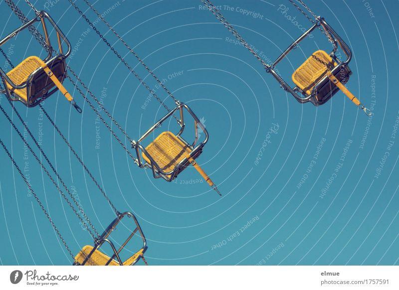 Kirmeszeit (2) blau Erholung Freude gelb Bewegung Zusammensein Freizeit & Hobby Geschwindigkeit Lebensfreude Coolness Höhenangst Wunsch Flugangst Abheben