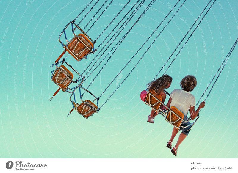 Kettenkarussell (2) blau Erholung Freude Glück Freiheit fliegen Zusammensein träumen Freizeit & Hobby sitzen Kindheit Geschwindigkeit Lebensfreude Höhenangst