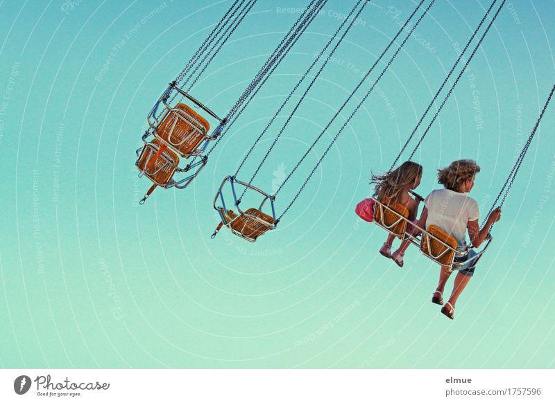 Kettenkarussell (1) blau Erholung Freude Glück fliegen Zusammensein träumen frei sitzen Geschwindigkeit Lebensfreude Romantik Coolness Unendlichkeit Höhenangst
