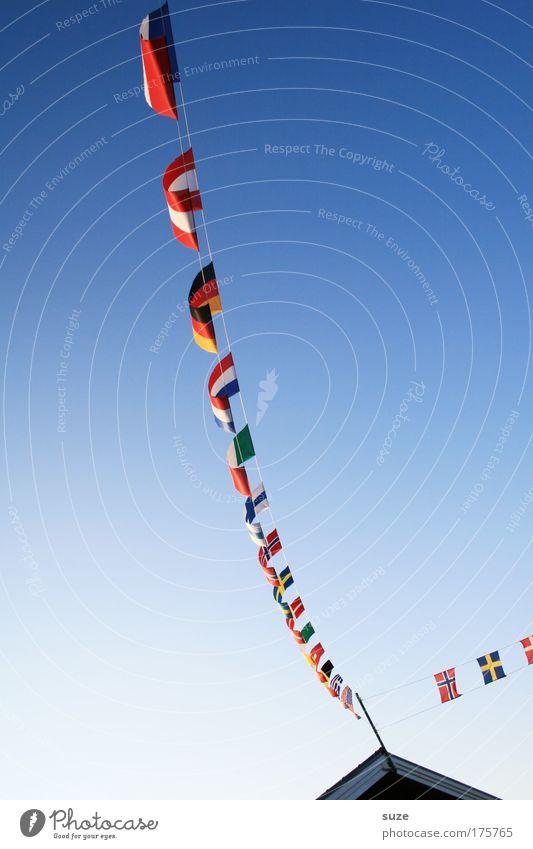 Ländereck Himmel Haus Umwelt Klima Dach Netzwerk Spitze Schönes Wetter Fahne Zeichen Dorf Veranstaltung hängen Wirtschaft Verabredung Wolkenloser Himmel