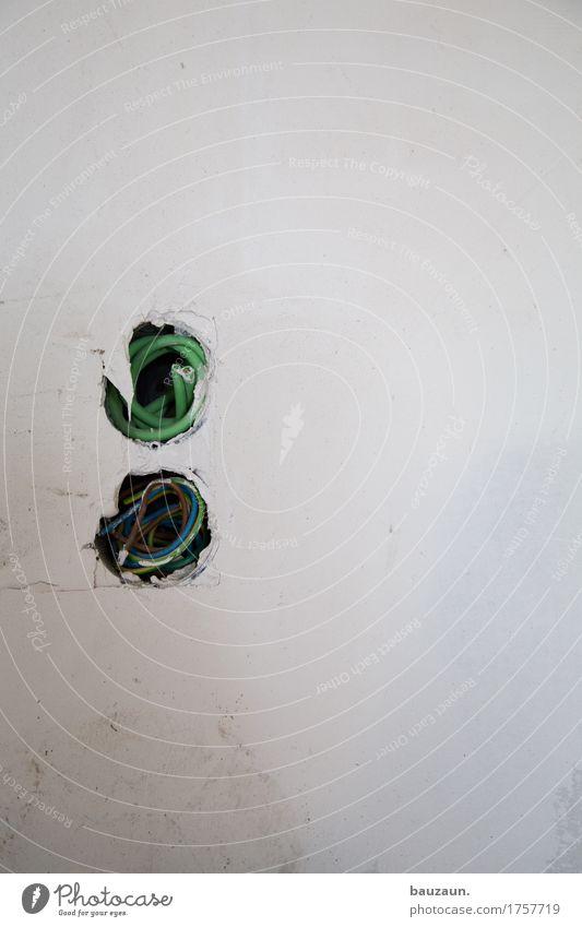 oo. Häusliches Leben Haus Hausbau Renovieren Arbeit & Erwerbstätigkeit Beruf Handwerker Baustelle Energiewirtschaft Steckdose Technik & Technologie