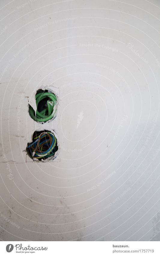 oo. Haus Wand Mauer Arbeit & Erwerbstätigkeit Häusliches Leben Energiewirtschaft Technik & Technologie gefährlich bedrohlich Baustelle Sicherheit Beruf Handwerk