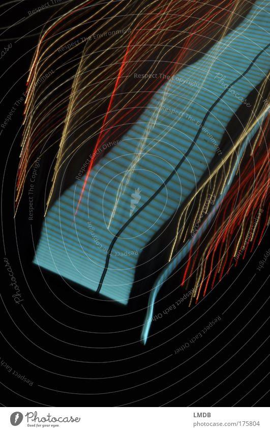 Himmelstreppe Farbfoto mehrfarbig Außenaufnahme Experiment abstrakt Textfreiraum unten Nacht Langzeitbelichtung Bewegungsunschärfe Linie blau gelb gold rot