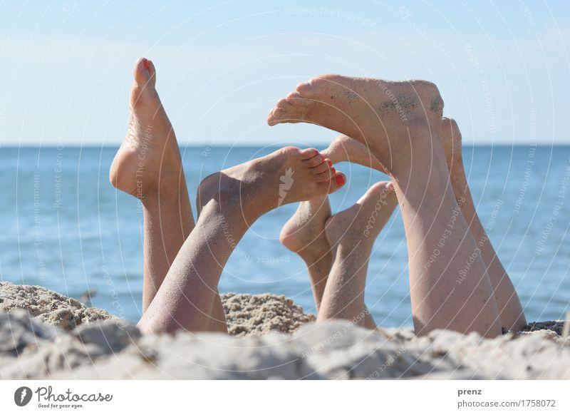 Beinarbeit Mensch Jugendliche nackt blau Sommer Landschaft Strand 18-30 Jahre Erwachsene Frühling natürlich feminin Beine Familie & Verwandtschaft Spielen Fuß