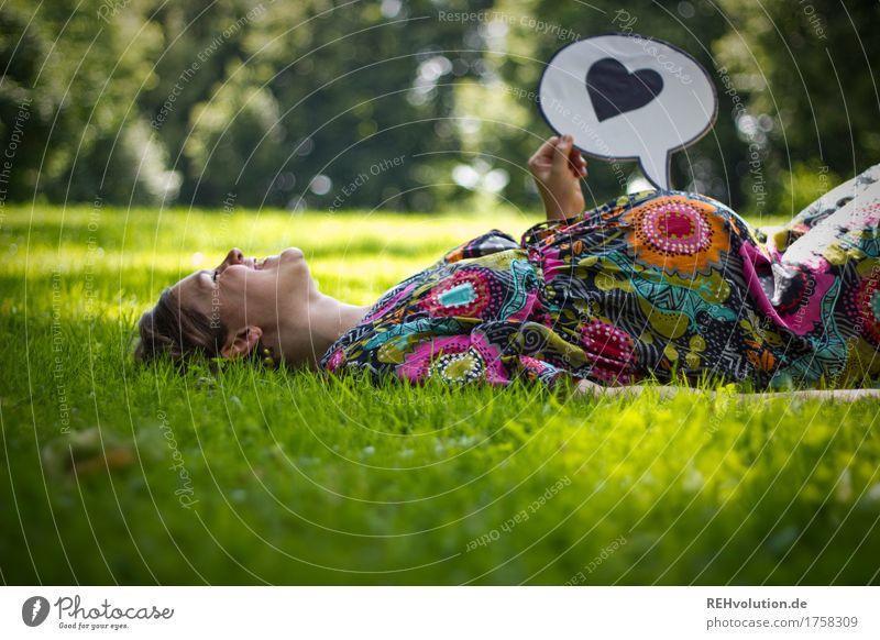 nächstenliebe | vorfreude Mensch feminin Junge Frau Jugendliche Erwachsene Mutter Bauch 1 30-45 Jahre Umwelt Natur Gras Garten Park Wiese Schriftzeichen