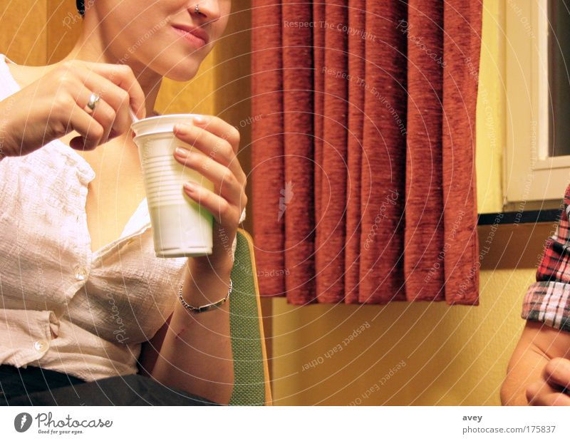 bring back the 50's Farbfoto Innenaufnahme Textfreiraum Mitte Stil trinken Mensch feminin Junge Frau Jugendliche Gesicht Mund Rockabilly Hemd