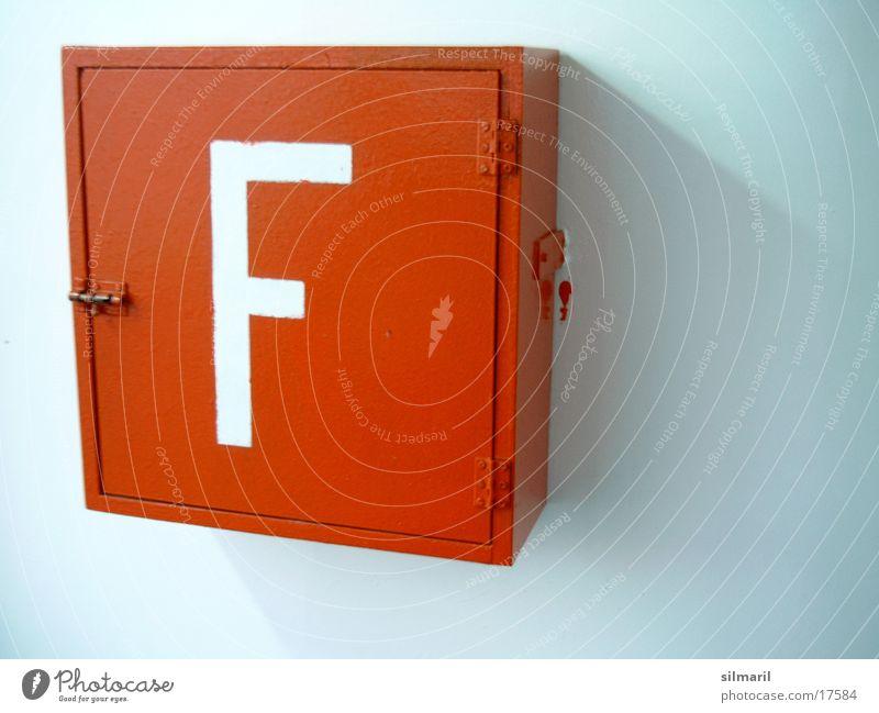 Fire... Feuerlöscher Fähre Fototechnik Brand roter Kasten Buchstabe F