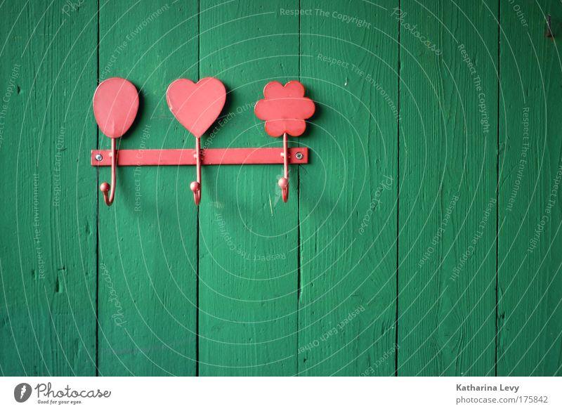 aufhänger des tages Natur grün rot Wand Garten Holz Mauer Zufriedenheit Metall Design Fröhlichkeit Kitsch Schutz Dekoration & Verzierung Sauberkeit einzigartig
