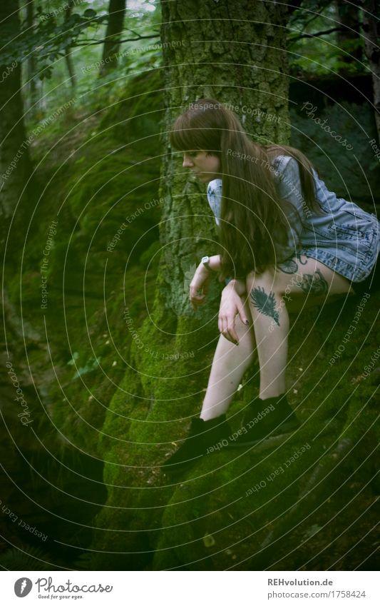 Carina | am Streinbruch Mensch Natur Jugendliche Sommer schön Junge Frau Baum Wald 18-30 Jahre Erwachsene Umwelt Traurigkeit Beine feminin außergewöhnlich