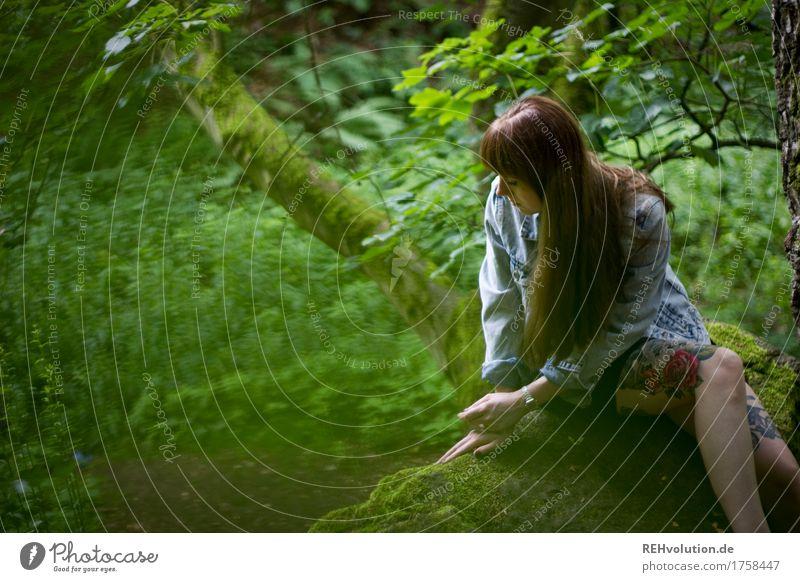 Carina | im Steinbruch Mensch feminin Junge Frau Jugendliche 1 18-30 Jahre Erwachsene Umwelt Natur Pflanze Baum Wald Felsen Tattoo Haare & Frisuren brünett