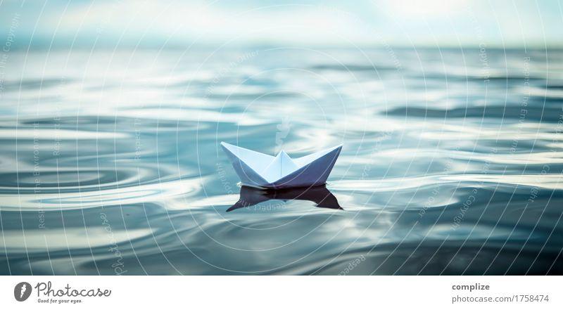Papierboot auf großer Fahrt Himmel Ferien & Urlaub & Reisen Sommer Wasser Meer ruhig Strand Reisefotografie Umwelt Gesundheit Glück Schwimmen & Baden Wellen
