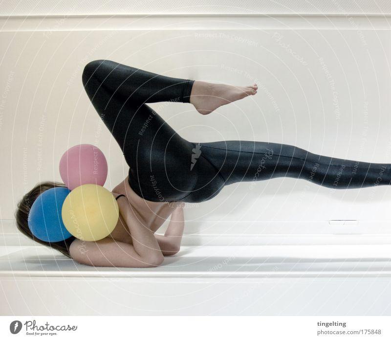 cmyk k Farbfoto Gedeckte Farben Innenaufnahme Textfreiraum unten feminin Junge Frau Jugendliche Körper Haut Rücken Arme Beine Fuß 1 Mensch Hose Leggings