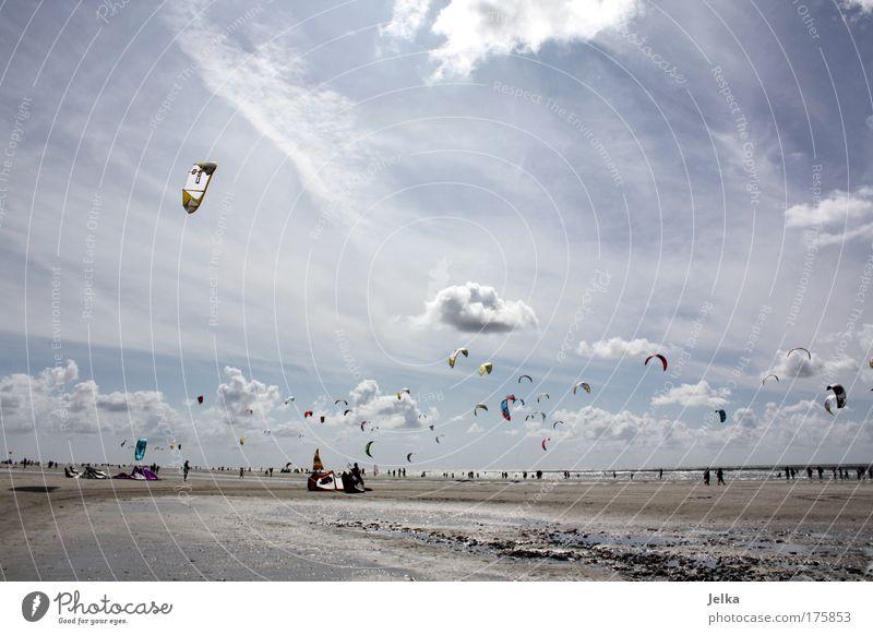 ein tag im sommer Ferien & Urlaub & Reisen Sport Wassersport Sportveranstaltung Surfen Surfer Kiting Kiter Himmel Wolken Schönes Wetter Küste Nordsee Meer