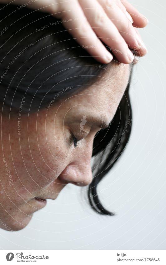 Nächstenliebe Frau Erwachsene Leben Gesicht Hand 1 Mensch 2 30-45 Jahre berühren Traurigkeit Gefühle Stimmung Vertrauen Schutz Geborgenheit Sympathie Liebe