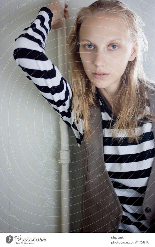 Mensch Frau Jugendliche schön Haus Erwachsene feminin Junge Frau Stil Mode Kunst blond außergewöhnlich Wohnung natürlich niedlich