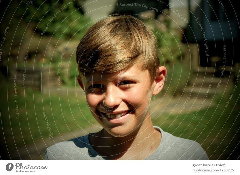Jugendhaftigkeit im Augenblick Mensch maskulin Kind Junge Bruder Familie & Verwandtschaft Kindheit Jugendliche Kopf 1 8-13 Jahre brünett kurzhaarig leuchten