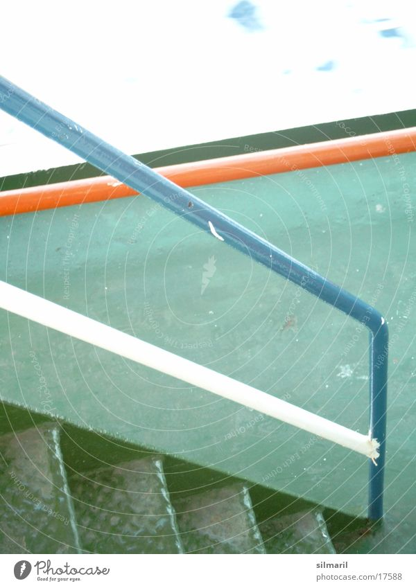Just crossing Fähre grün orange-rot weiß Fototechnik Geländer Treppe blau