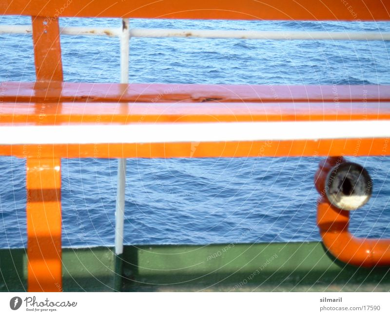 Setz dich! orange-rot grün Platz Wellen Ferien & Urlaub & Reisen Fähre Wasserfahrzeug Fototechnik Bank Sitzgelegenheit blau