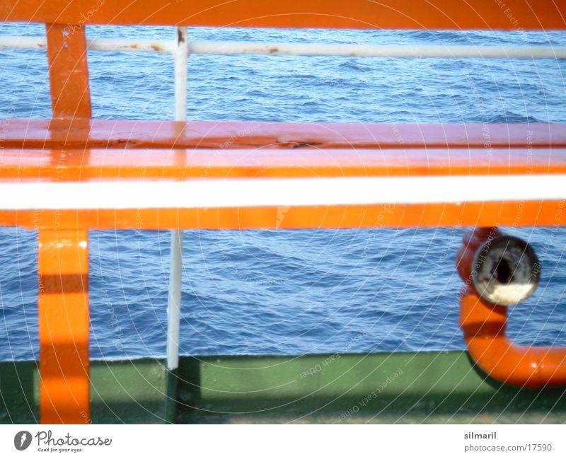 Setz dich! Wasser grün blau Ferien & Urlaub & Reisen Wasserfahrzeug Wellen Platz Bank Sitzgelegenheit Fähre Fototechnik orange-rot
