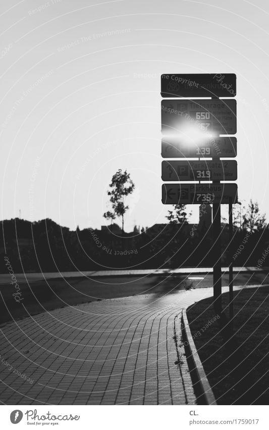 freie plätze Himmel Wolkenloser Himmel Schönes Wetter Parkhaus Verkehr Verkehrsmittel Verkehrswege Straßenverkehr Autofahren Wege & Pfade Verkehrszeichen