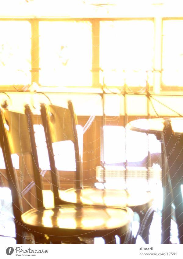 Lass' die Sonne rein Fenster hell Tisch Kaffee Stuhl Dinge Bar Café Restaurant erleuchten Lokal