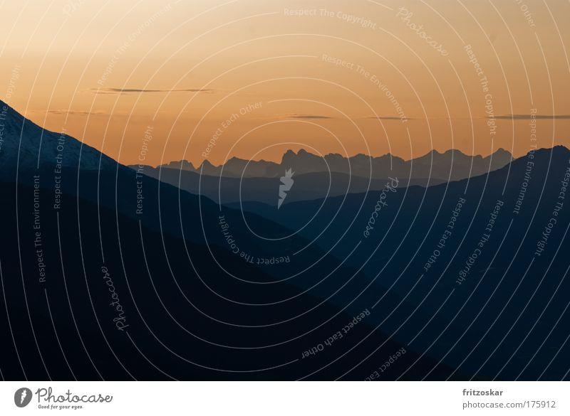 Schichtweise Farbfoto Außenaufnahme Menschenleer Textfreiraum oben Morgen Morgendämmerung Sonnenaufgang Sonnenuntergang Himmel Alpen Berge u. Gebirge Freiheit