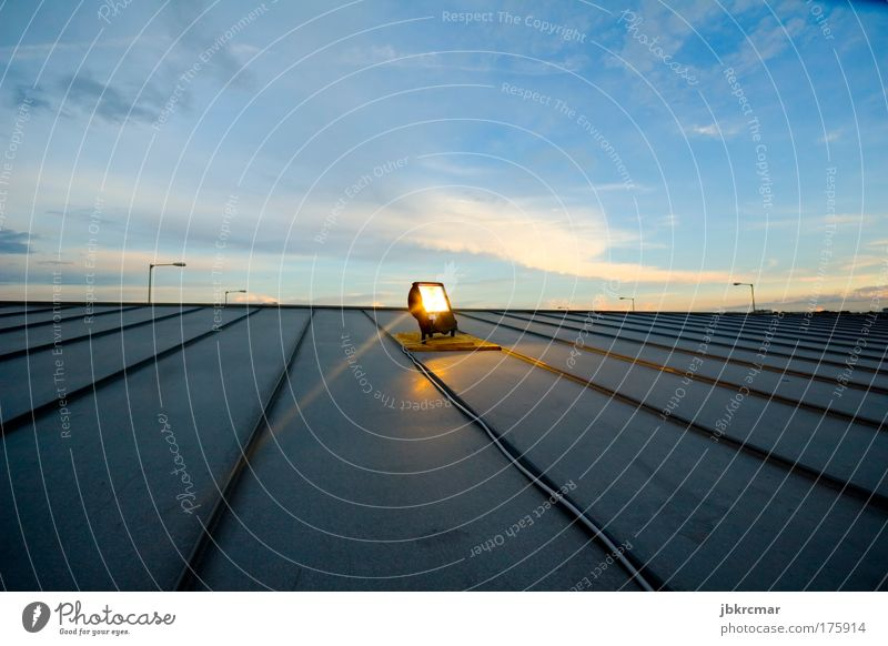 Metallboden Farbfoto mehrfarbig Außenaufnahme Experiment Menschenleer Textfreiraum oben Abend Dämmerung Licht Lichterscheinung Sonnenaufgang Sonnenuntergang