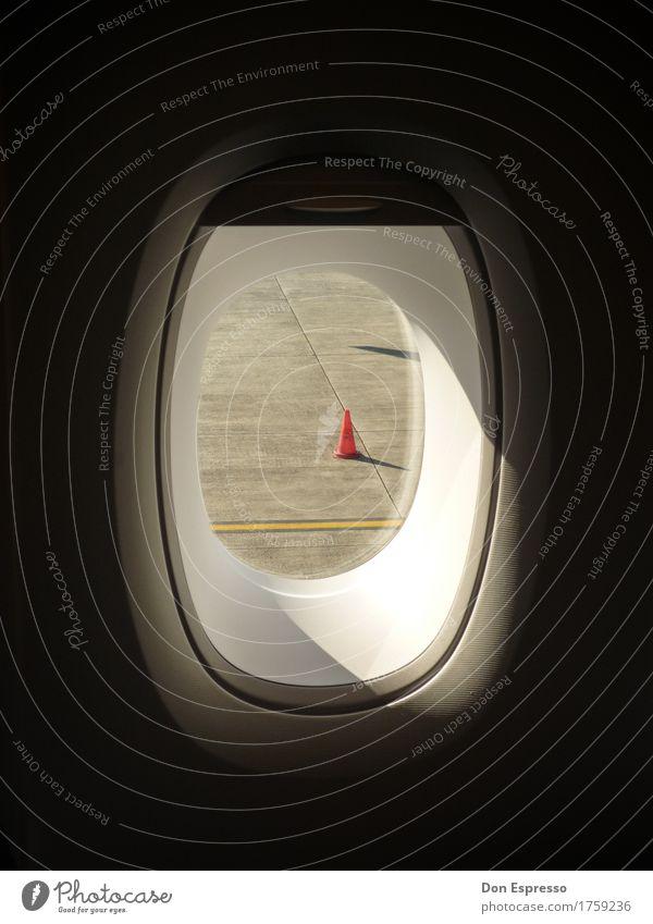 Rollfeldgeometrie Ferien & Urlaub & Reisen Flugzeugfenster fliegen Linie Luftverkehr Hut Flughafen Landebahn Verkehrsleitkegel Fensterplatz