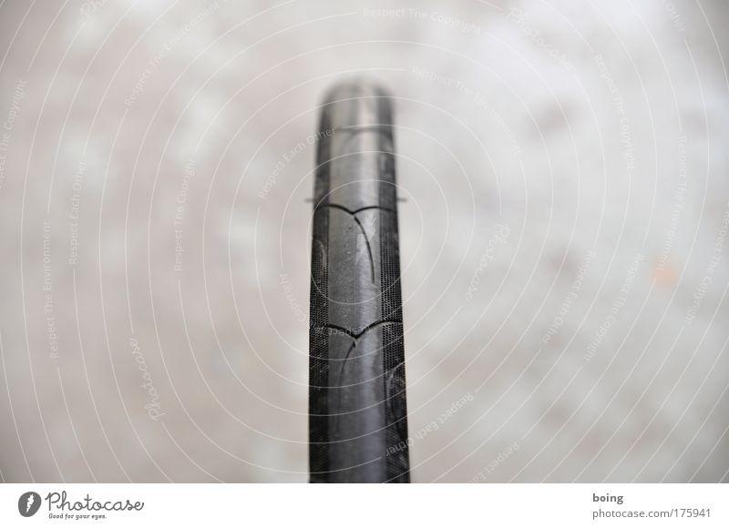 Profil 1 schwarz Kraft Sicherheit fahren Rennsport Rad Reifenprofil anstrengen Fahrradfahren Straßenverkehr Druck Gummi Radrennen Rennrad Bremsspur Fahrradreifen
