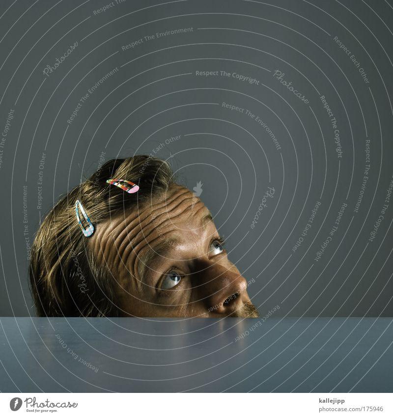 spann-g-ung Farbfoto Gedeckte Farben Innenaufnahme Studioaufnahme Detailaufnahme Textfreiraum oben Kunstlicht Totale Porträt Halbprofil Blick nach oben