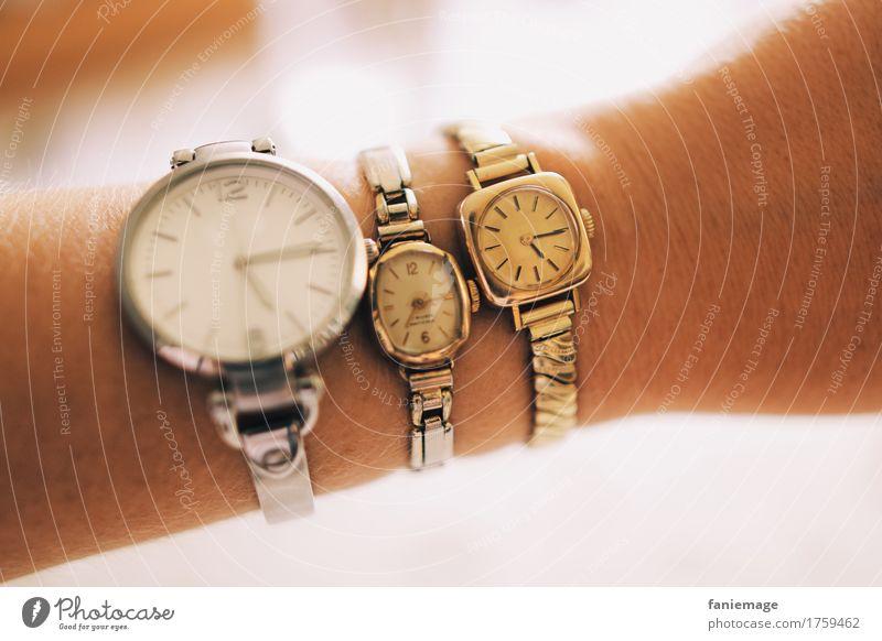 time Accessoire Armbanduhr alt Uhr Zeit Delikt silber gold antik neu Verschiedenheit Arme Uhrenvergleich weiß Unschärfe Model Handwerk Evolution Pünktlichkeit