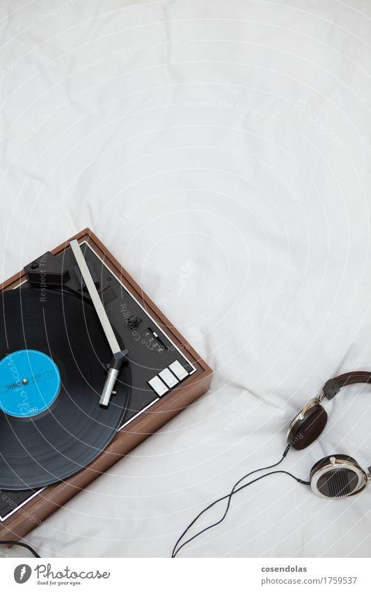 Platte machen Freude Lifestyle Stil Kunst Design Häusliches Leben Freizeit & Hobby Musik einzigartig historisch Pause Bett Medien trendy hören altehrwürdig